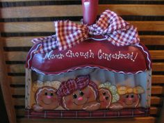 HP Gingerbread Vintage Metal Dust Pan #CraftsFromTheHeart #TolePainting Gingerbread Crafts, Gingerbread Decorations, Country Christmas Decorations, Gingerbread Men, Christmas Gingerbread, Primitive Christmas, Christmas Candy, Christmas Wreaths, Christmas Crafts