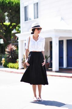 White button down with black midi skirt August Outfits, Summer Outfits, Hot Weather Outfits, Summer Clothes, Trendy Outfits, Midi Rock Outfit, Midi Skirt Outfit, Dress Skirt, Shirt Skirt