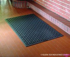 Tappeto in gomma anti-fatica e anti batterico: confort e sicurezza sul posto di lavoro. Flooring, Rugs, How To Make, Home Decor, Homemade Home Decor, Types Of Rugs, Wood Flooring, Rug, Floor