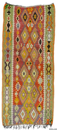 Oh be still my heart! Vintage hand-woven Antalya kilim rug around 50 years old and in very good condition. Antalya is a lovely sunny city on the Mediterranean coast of southwestern Turkey. Tapetes Vintage, Floor Cloth, Textiles, Art Textile, Turkish Kilim Rugs, Handmade Rugs, Vintage Rugs, Rugs On Carpet, Tapestry