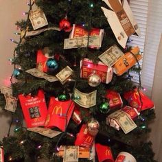 Here are the 12 most ghetto Christmas decorations that will make you laugh until you cry. Christmas Love, Christmas Wreaths, Christmas Decorations, Xmas, Christmas Ornaments, Christmas Holidays, Merry Christmas, Tumblr Love, Funny Tumblr Posts