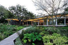 Metropolis Design Creates an Open Plan Home in Constantia
