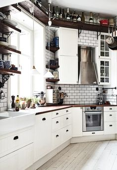 Scandinavian interior decor has always been fascinating. That's because of the simplicity and minimalist style. The kitchen in Scandinavian style has an airy and simple decor but it's also functional and practical. The Scandinavian kitchen design and Kitchen Interior, New Kitchen, Kitchen Dining, Kitchen Decor, Apartment Kitchen, Kitchen Ideas, Decorating Kitchen, Stylish Kitchen, Kitchen Cupboard