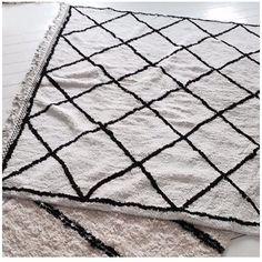 Tapis contemporains vous apporter des exemples de tapis contemporains pour votre decoration. Ces tapis sont nos favoris de Pinterest et nous croient : il n'a pas été facile de trouver les meilleurs exemples de tapis pour vous, mais là vous allez #design #