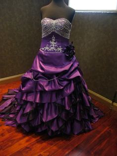 Aliexpress.com : Buy Purple And Black Taffeta Ball Gown Gothic Wedding Dresses Victorian Halloween Bridal Gowns Vestidos de Novia 2017 New Arrival from Reliable dress up gown suppliers on Victoriadress Wedding Factory
