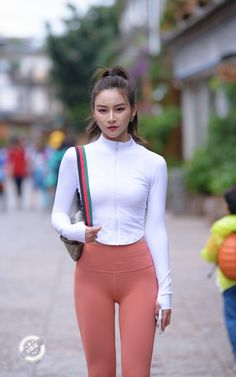 Leggings Fashion, Leggings Style, Girls Are Awesome, Beautiful Asian Girls, Couture Fashion, Fitness Fashion, Korean Girl, Asian Beauty, Thong Bikini