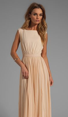Alice + Olivia Triss Sleeveless Maxi Dress with Leather Trim en Almond Cream | REVOLVE