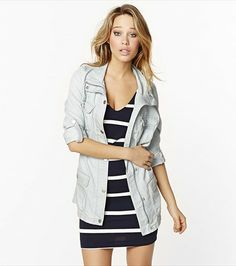 This gorgeous bleach wash parka is perfect for transitioning into spring Personally I want the dress underneath the jacket! Pretty Outfits, Cool Outfits, Fashion Outfits, Pretty Clothes, Parka, Bleach Wash, Model Face, Girl Model, Black Is Beautiful