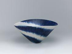FUKUSHIMA Hiroko Large bowl with cobalt blue decoration.