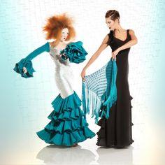 #atelierflamenco #mercedesmestre #flamenco #flamenca #barcelona #vestidofiesta Dress: Mercedes Mestre. Make Up: Ivan Sirio. Model: Carla & Ariadna. Fotografía: Pep Valls. En Camaleo estudi.