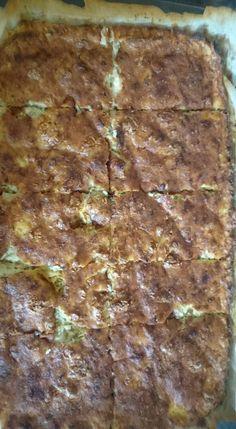 Μπατζίνα (3 μονάδες) 4 κολοκύθια τριμμένα και στημένα καλά, 1 κρεμμύδι ξερό 1-2 κρεμμυδάκια φρέσκα, μπόλικο φρέσκο δυόσμο, μπόλικο μάραθο ή άνηθο μπόλικη φέτα μείγμα τεσσάρων πιπεριών ή μαύρο πιπέρι 2 αυγά και πέντε έξι κουταλιές σιμιγδάλι ψιλό. Αλάτι ελάχιστο ή και καθόλου γιατί έχει τη φέτα. Ολα μαζί ανακάτεμα και στο ταψί. Ψησιμο περιπου 45 λεπτα στους 200. Λιγο σιμιγδάλι πασπάλισα και στον πάτο του ταψιου καθώς κι από πάνω κι έτσι έκανε μία λεπτή κρούστα. Greek Recipes, Diet Recipes, Weight Watchers Meals, Spinach, Easy Meals, Health Fitness, Desserts, Food, Tailgate Desserts