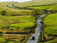 Vil du se Englands største innsjø, klatre det høyeste fjellet, fiske det dypeste vannet eller bare ligge på ryggen i det grønne? Da er Lake District i Cumbria ditt neste reisemål.