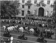 Funeral procession for Pres. Franklin D. Roosevelt, Pennsylvania Avenue, Washington, DC, 14 Apr 1945. (Library of Congress)
