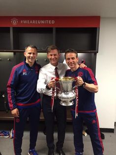 Ryan Giggs, Frans Hoek & Albert Stuivenberg with the FA Cup Manchester United Fa Cup, Football Team, About Uk, The Unit, Bavaria, Football Squads