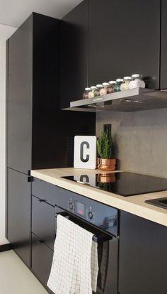 Kitchen by Muotopuoli. Modern Kitchen Interiors, Modern Kitchen Cabinets, Kitchen Dinning, Interior Design Kitchen, Dining, Black Kitchens, Home Kitchens, Contempory Kitchen, Small Space Kitchen
