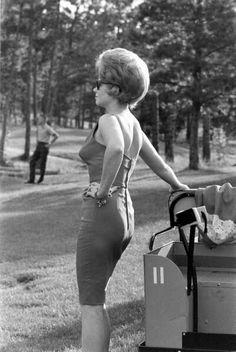 When big hair roamed the earth Teased Hair, Bouffant Hair, 1960 Hairstyles, Vintage Hairstyles, Swinging London, Keratin, Style Année 60, 1960s Hair, Beehive Hair