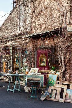 TRAVEL GUIDE: Paris: Marché aux Puces de Saint-Ouen #theeverygirl #vines #art
