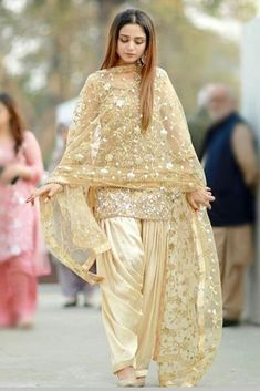 Pakistani Fashion Party Wear, Pakistani Wedding Outfits, Pakistani Dresses Casual, Indian Gowns Dresses, Pakistani Wedding Dresses, Indian Fashion Dresses, Pakistani Dress Design, Indian Outfits, Punjabi Suits Party Wear