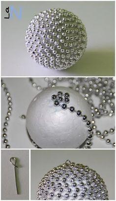 Haz tus propios adornos para el árbol de Navidad con bolas de porexpan y cadeneta: Si quieres ver la explicación del paso a paso, visita: http://laneuronadelmanitas.blogspot.com.es/2013/11/bolas-para-el-arbol-de-navidad-vol-3.html