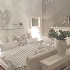 Simple room: ideas for decorating a room with few features - Home Fashion Trend Bedroom Loft, Home Decor Bedroom, Modern Bedroom, Bedroom Ideas, My New Room, Beautiful Bedrooms, House Rooms, Home And Living, Room Inspiration