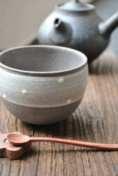 And now I'm in love with these Japanese ceramics.