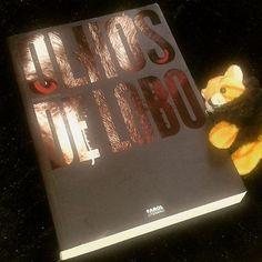 Acho linda a capa desse livro. Resenha daqui a pouquinho no #blogeuinsisto !  #livro  #amoler #book #livros #instabook #bookaholic #bookstagram #book📖 #ler #leitura #souleitor #books #booklover #instalivro #📖 #wolf #lobo #fantasia #livronacional