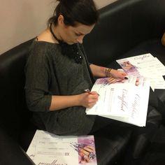 Podpisywanie certyfikatów tuż przed wykładem :) #eclair #eclairnails #nails #nailporn #nailswag #nailart #nailpolish #eclairatwork #eclairevents