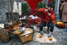 Medieval Crafts: Spinning Yarn on a Drop Spindle