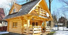 The Perfect Log Cabin Log homes are one of the most resistant types of home and they are also very affordable. For centuries, people around the world have been living in log homes and they seem to be quite popular nowadays too. This next cute tiny log ho Little Log Cabin, Tiny Log Cabins, Tiny House Cabin, Log Cabin Homes, Cabins And Cottages, Tiny Houses, Small Log Cabin Plans, Mountain Cabins, Barn Houses