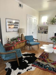 """jugs bunny on Twitter: """"my living room is soo cute....minimalism? we don't know her!!!… """" Aesthetic Room Decor, Home And Deco, Dream Rooms, My New Room, House Rooms, Room Inspiration, Bedroom Decor, House Design, Interior Design"""
