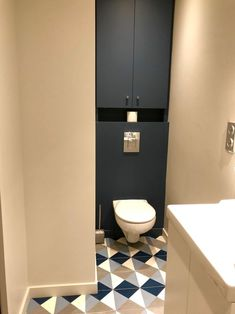 Une maison familiale près des berges – PLANETE DECO a homes world – Badezimmer einrichtung Toilet Room, Small Toilet, Toilet Design, Bath Design, Modern Shower, Bathroom Curtains, Shower Tub, Shower Grout, Bathroom Fixtures