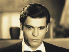 Άλκης Γιαννακάς ΟΆλκης (Χρήστος) Γιαννακάςείναι Έλληνας ηθοποιός, γνωστός κυρίως από τις συμμετοχές του στις ταινίες, Ένας ντελικανής (1963)καιΤο ρεμάλι της Φωκίωνος Νέγρη(1965). Γεννήθηκε στην Αθήνα στις28 Μαρτίου 1945. Στα τέλη της δεκαετίας του Gentleman, Greek, Actors, Gentleman Style, Greece, Men Styles, Actor