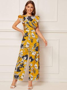To find out about the Ruffle Armhole Floral Print Wide Leg Jumpsuit at SHEIN, part of our latest Jumpsuits ready to shop online today! Jumpsuit Dressy, Short Jumpsuit, Floral Jumpsuit, Girls Rompers, Rompers Women, Jumpsuits For Women, Look Fashion, Fashion Outfits, Camisa Formal