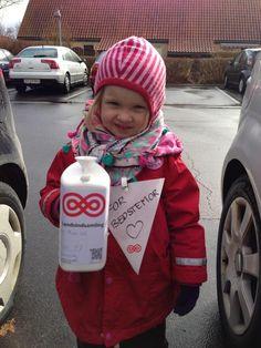 """Thea har samlet ind i Nordjylland: """"For bedstemor"""". #landsindsamling #visflaget"""