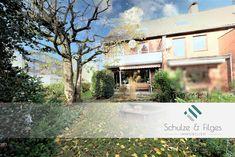 Neu im Verkauf: Dieses Reihenendhaus befindet sich in beliebter Wohnlage in Hamburg-Stellingen und wird vermietet verkauft. Mansions, House Styles, Home Decor, Patio, Attic Rooms, Sell House, Small Rooms, Real Estates, Hamburg