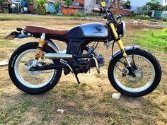 50cc Motorbike, Honda Scrambler, Cafe Racer Honda, Cafe Racer Bikes, Motorcycle Wiring, Retro Motorcycle, Motorcycle Bike, Vintage Honda Motorcycles, Honda Bikes