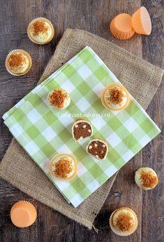 Bastogne truffels Chocolate, Eid, Truffels, Donuts, Wedding Cakes, Bakery, Sweets, Healthy, Tableware