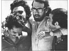 Fernando Parrado abraza a sus amigos.
