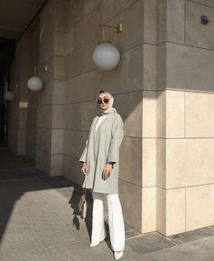 Abaya Style 740419994967501611 - Source by krksarzuu Modern Hijab Fashion, Street Hijab Fashion, Hijab Fashion Inspiration, Abaya Fashion, Muslim Fashion, Modest Fashion, Fashion Outfits, Casual Hijab Outfit, Ootd Hijab