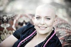 Mujer es diagnosticada con cáncer de mama y así se solidarizan sus amigas