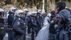 Migranti, scontro al Brennero tra centri sociali e polizia