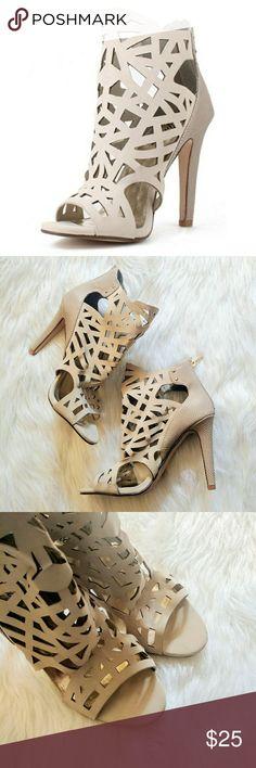 Laser Cut Heels Cream Size 10 by Paprika Laser Cut Heels Cream Size 10 by Paprika. Worn 2x. Great Preowned Condition.  0124181000883 Paprika Shoes Heels