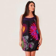 Robe WANDA Noir Coton du Monde Boutique en ligne de vêtements ethniques pour femmes. On adore son côté couture : sa forme boule et son imprimé mandala coloré. Un esprit ethnic chic pour cette jolie robe d'été.