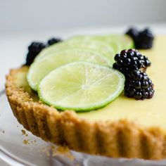 This fresh lime tart with blackberry sauce is a light and refreshing dessert that is perfect for summertime. It features a graham cracker crust, creamy lime filling, and a sweet blackberry topping that pairs perfectly with the lime flavor. Refreshing Desserts, Köstliche Desserts, Delicious Desserts, Yummy Food, Health Desserts, Lime Recipes, Fruit Tart Recipes, Blackberry Dessert Recipes, Sweet Recipes