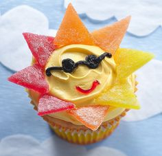 School's out! :) Sunshine cupcakes to celebrate the start of summer Kid Cupcakes, Birthday Cupcakes, Cupcake Cakes, Funny Cupcakes, Making Cupcakes, Cupcake Wrappers, Betty Crocker, Sunshine Cupcakes, Cupcake Recipes For Kids