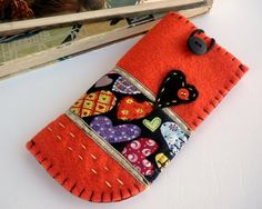 Felt eyeglass case- Orange felt case - Heart felt case - Eyeglasse case - Gift for her -heart and buttons case This is a hand stiched felt Wool Embroidery, Wool Applique, Diy And Crafts, Arts And Crafts, Felt Case, Cute Phone Cases, Felt Hearts, Glasses Case, Small Gifts