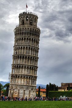 The Leaning Tower Of Pisa, Tuscany, Italy. I see everything from a physics perspective now. Including this. Places Around The World, Oh The Places You'll Go, Travel Around The World, Places To Travel, Places To Visit, Italy Vacation, Italy Travel, Wonderful Places, Beautiful Places