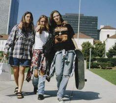 Como era abafado ser grunge no Brasil usando flanela e coturno no maior calorão. | 34 coisas que só as adolescentes dos anos 90 sabem