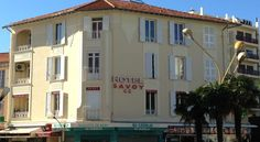 Hôtel Savoy Juan-les-pins The Hotel Savoy sits only 30 metres from the most beautiful beaches of the French Riviera, in the heart of Juan-les-Pins. The casino is only 50 metres away.  Each guest room has a private bathroom.