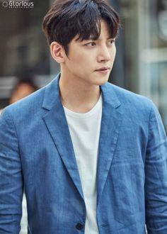 Vote for _Suspicious partner_ on http://www.koreandrama.org/the-best-korean-drama-of-2017/ everyday!